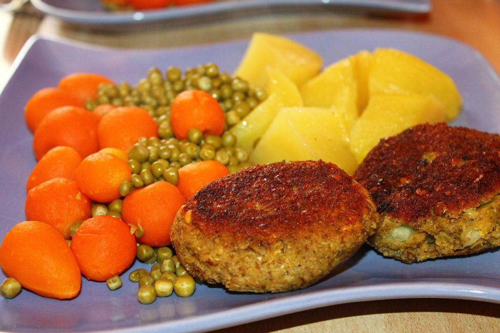 Karbonader med kartofler og grønt